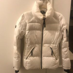 SAM. Freestyle down jacket in white